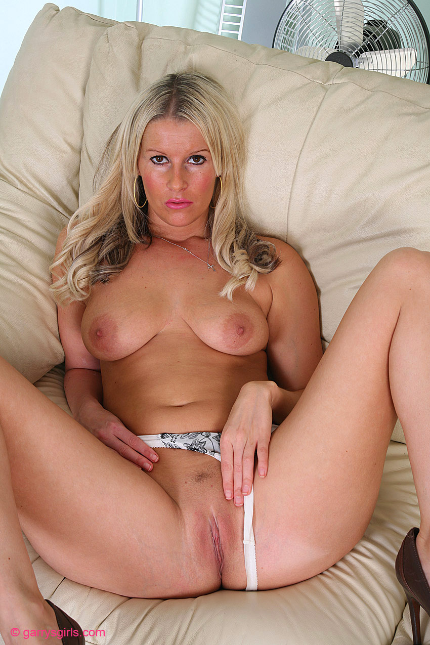 blonde british nude model